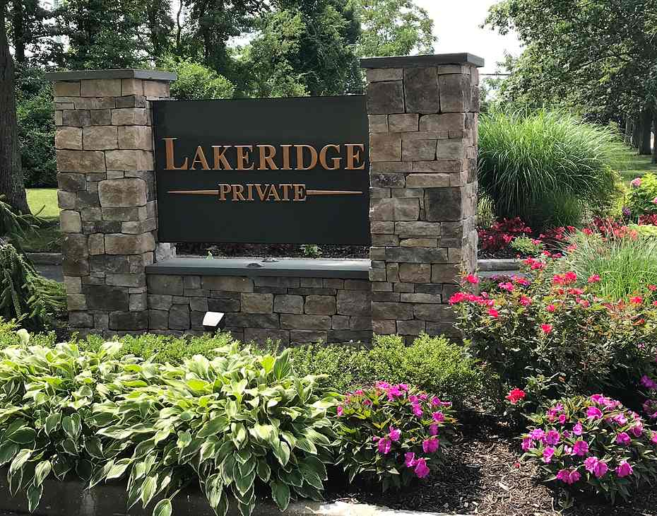 lakeridge private entryway